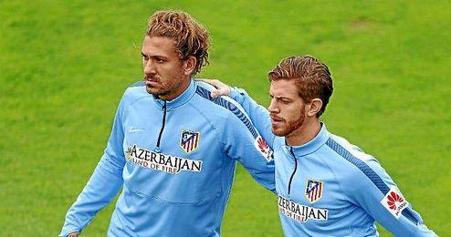 El italiano Cerci (izquierda de la imagen) junto a Ansaldi en un entrenamiento de los colchoneros