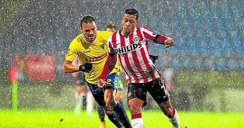 Yohan Tavares y Memphis Depay, poco antes de suspenderse el Estoril-PSV.