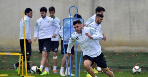 Bruno, en primer plano, en el entrenamiento del Betis