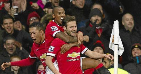 Mata celebra un gol con el Manchester United.