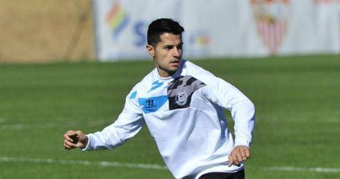 Vitolo en un entrenamiento con el Sevilla.