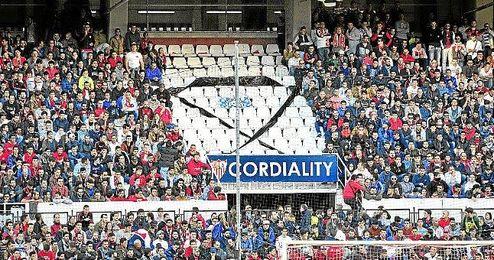 El Gol Norte durante el partido ante el Granada.