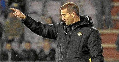 Merino da instrucciones a sus jugadores durante el encuentro ante el Lugo.