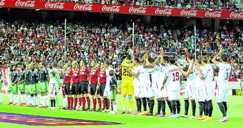 Un desdibujado Feyenoord, a la postre campeón del grupo, fue el primer equipo que visitó el Sánchez Pizjuán en la presente Europa League.