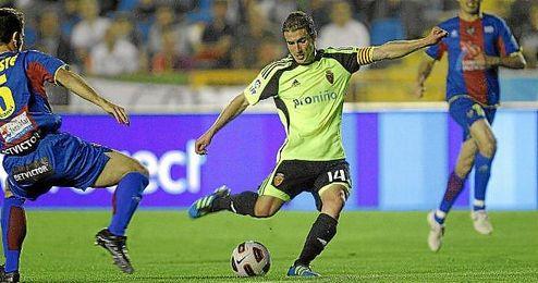 La victoria del Zaragoza supuso su permanencia en Primera y el descenso del Deportivo.