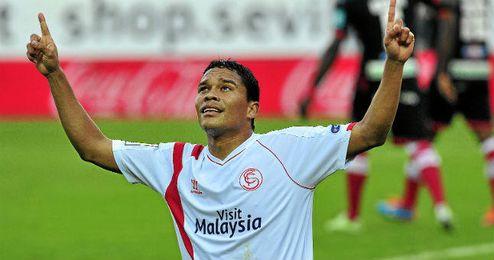 Bacca celebra uno de sus goles con el Sevilla