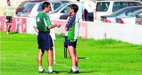 Vázquez dirigió en Segunda al conjunto bético con Juan Merino como capitán