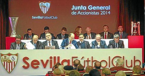 La Junta de Accionistas del Sevilla fue muy tensa
