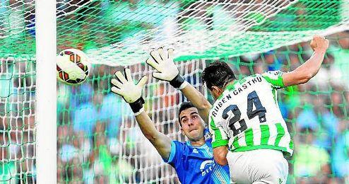 La puntería del ´24´ de Heliópolis desde que empezó este año le haría merecedor de un sitio en la selección española, donde Del Bosque no le ha llamado.