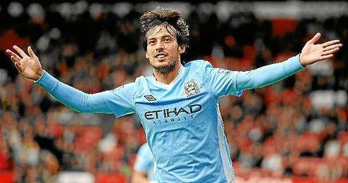 David Silva celebra un gol con el Manchester City, a tres puntos del Chelsea, líder de la Premier.