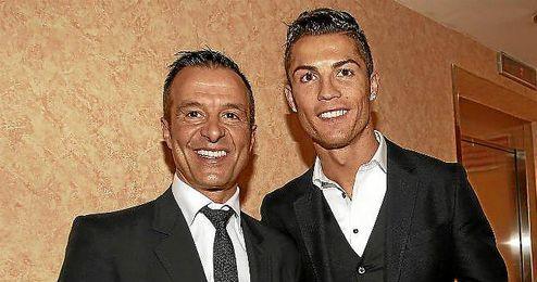 Mendes junto a Cristiano en la gala de la Bota de Oro.
