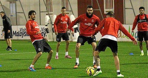La plantilla del Sevilla regresó ayer a los entrenamientos.