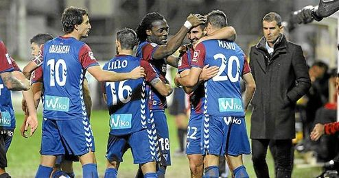 Los jugadores del Eibar celebran un gol en Ipurúa.