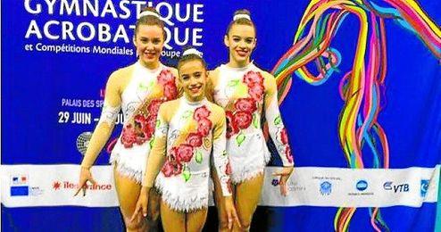 Gimnastas del club en una competición en Paris.
