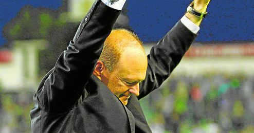 Pepe Mel en uno de sus partidos con el Betis.