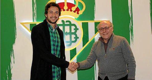 Héctor Rodas posa sonriente junto a Ollero.