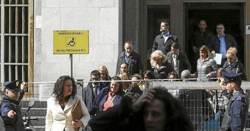 Imagen de la salida del Palacio de Justicia de Milan.