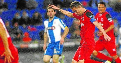 Fernando Navarro, durante el partido de ida de los cuartos de final de la Copa contra el Espanyol.