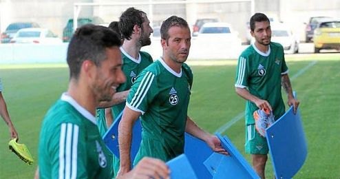 Van der Vaart y Petros, en el entrenamiento.