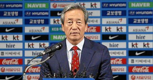 El candidato a la presidencia dela FIFA, Chung Mong-joon, en rueda de prensa.