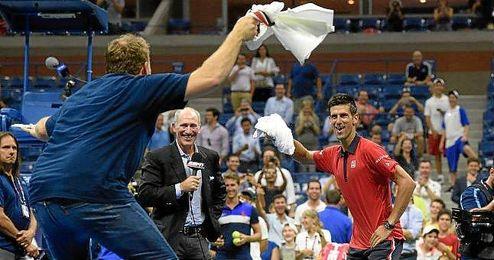 Djokovic tuvo este divertido momento tras el partido.