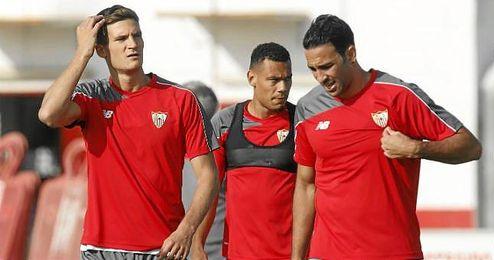 Rami, a la derecha, junto a Andreolli y Kolo, quienes tendrán que suplir la baja de su compañero.