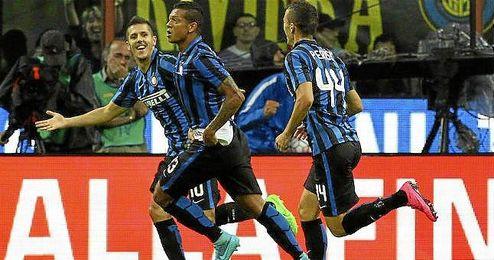 Guarín celebra el tanto de la victoria en el clásico de Milán.