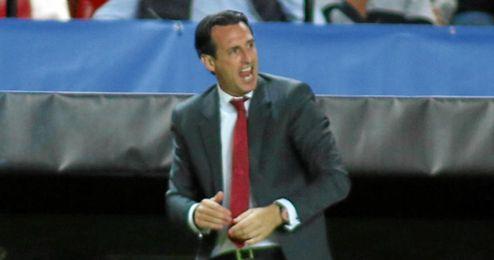 Unai Emery se mostr� muy intenso todo el partido.