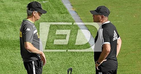 El técnico del Betis, Pepe Mel, y el del M´Gladbach, Lucien Favre, juntos en la ciudad deportiva Luis del Sol.