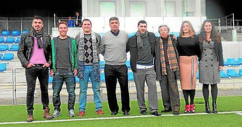 En la imagen, foto de familia de la presentación del proyecto AMC FC en el Alcalá; entre ellos, Fran Reina (tercero por la izquierda) y Adrián Gaitán (a su izquierda), uno de los propietarios de la empresa.