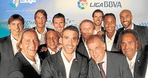 Kanouté, junto a otras ex estrellas de la Liga.