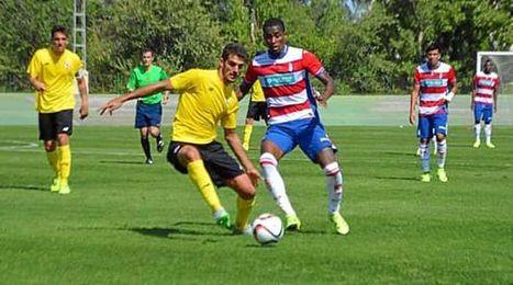 Lance del encuentro disputado en la Ciudad Deportiva de la Diputaci�n de Armilla.