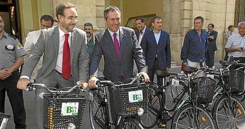 L�pez y el alcalde firman en d�as el convenio para la integraci�n en el Plan Andaluz de la Bicicleta.