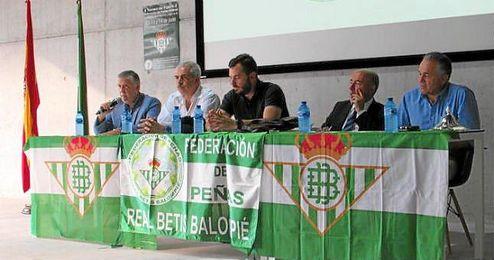 Imagen de una reunión de la Federación de Peñas Béticas.