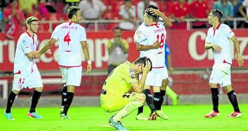 Los sevillistas celebran un gol contra el Rayo en el partido del curso 13/14.
