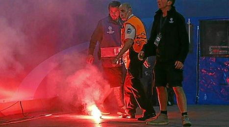 El ambiente se caldeó entre las aficiones de ambos equipos.