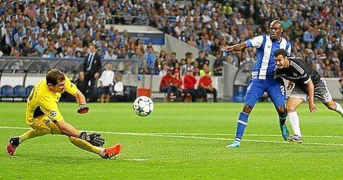 Casillas ni siquiera se movió y se le vio visiblemente enojado cuando Willian marcó el tanto.