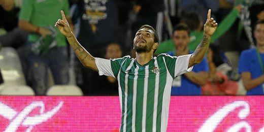 Petros, jugador del Real Betis, desgrana sus dos meses en Sevilla.