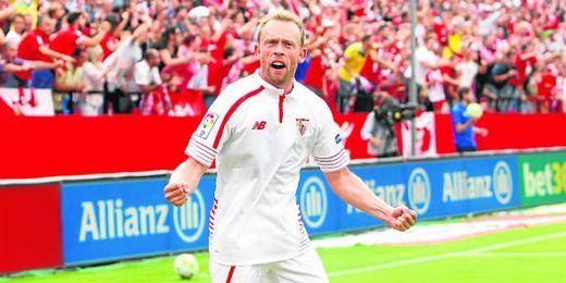 Krohn-Dehli celebra con rabia el gol anotado contra el Barcelona.