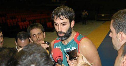 Berni Rodr�guez atiende a la prensa en el 'Open Media Day'.
