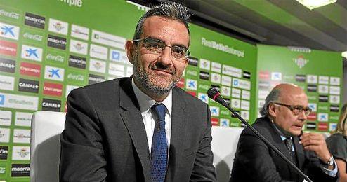 Eduardo Macià, durante una rueda de prensa con el Betis.