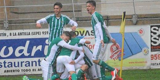 El gol de Nacho llev� la locura al equipo verdiblanco.