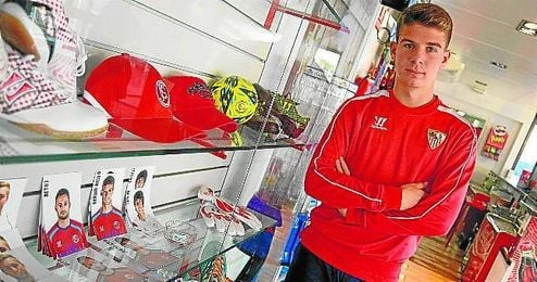 En la imagen, José María Amo posa para ESTADIO Deportivo en la ciudad deportivo, su casa deportiva desde benjamines.