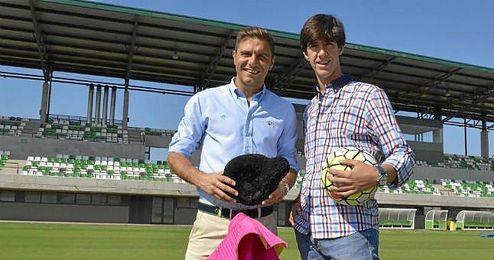Joaquín y Esaú Fernández posan para ESTADIO Deportivo.