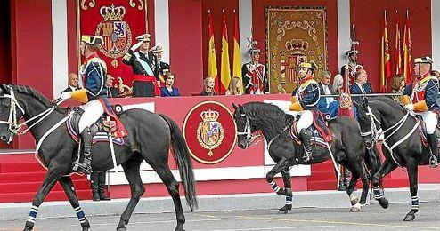 Momento del desfile presidido por el rey Felipe VI