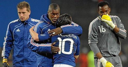Cissé, junto a Valbuena en un partido de la selección francesa.
