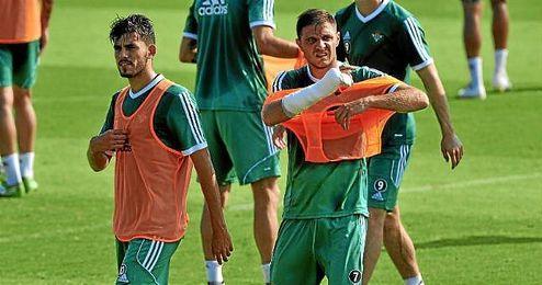 Ceballos, junto a Joaqu�n en un entrenamiento.