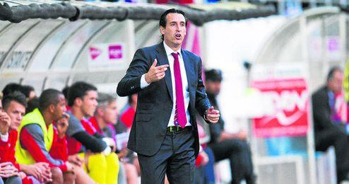 Unai Emery, dirigiendo al Sevilla.