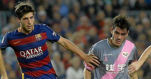 Jozabed en el partido contra el Barcelona, a su lado Sergi Roberto.