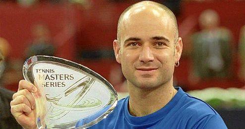 Agassi con el título del Masters Series de Madrid.
